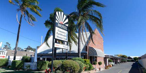 Tourism Darling Downs, Country Pathfinder Motor Inn, Motels/Hotels